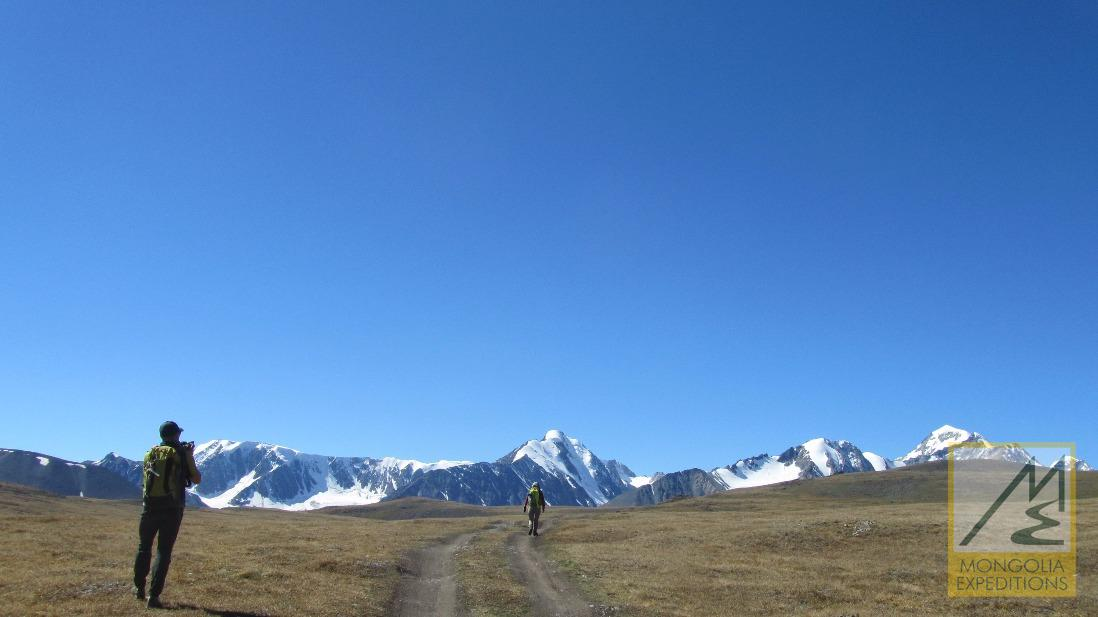 Trek to Tavan bogd base camp